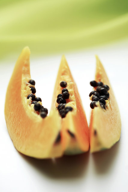 eating-papaya