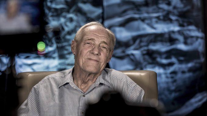 alzheimers elder handle money properly